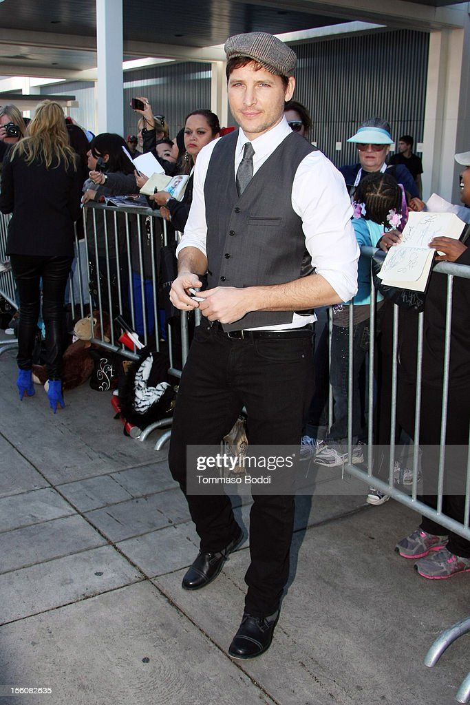 <a gi-track='captionPersonalityLinkClicked' href=/galleries/search?phrase=Peter+Facinelli&family=editorial&specificpeople=233464 ng-click='$event.stopPropagation()'>Peter Facinelli</a> attends the Twilight fan camp breakfast at L.A. LIVE on November 11, 2012 in Los Angeles, California.