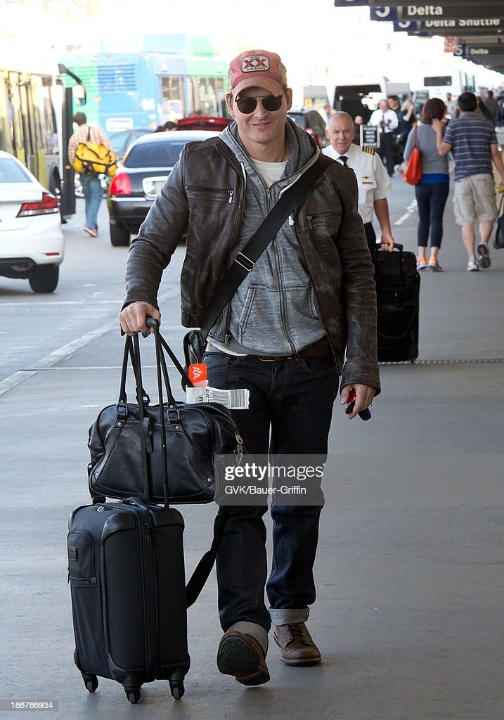 <a gi-track='captionPersonalityLinkClicked' href=/galleries/search?phrase=Peter+Facinelli&family=editorial&specificpeople=233464 ng-click='$event.stopPropagation()'>Peter Facinelli</a> is seen departing LAX airport. on November 03, 2013 in Los Angeles, California.