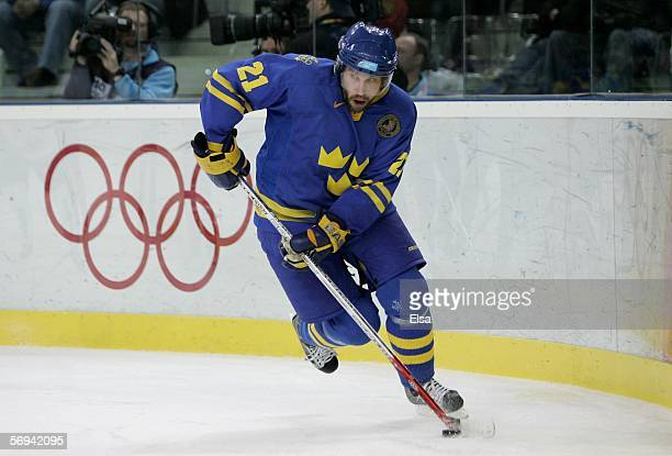 Peter Forsberg of Sweden in action during the final of the men's ice hockey match between Finland and Sweden during Day 16 of the Turin 2006 Winter...