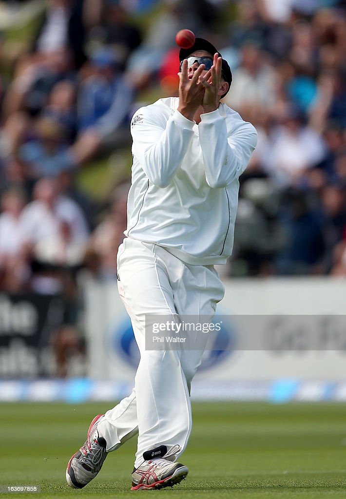 <a gi-track='captionPersonalityLinkClicked' href=/galleries/search?phrase=Peter+Fulton&family=editorial&specificpeople=658568 ng-click='$event.stopPropagation()'>Peter Fulton</a> of New Zealand catches out Ian Bell of England during day two of the second Test match between New Zealand and England at Basin Reserve on March 15, 2013 in Wellington, New Zealand.