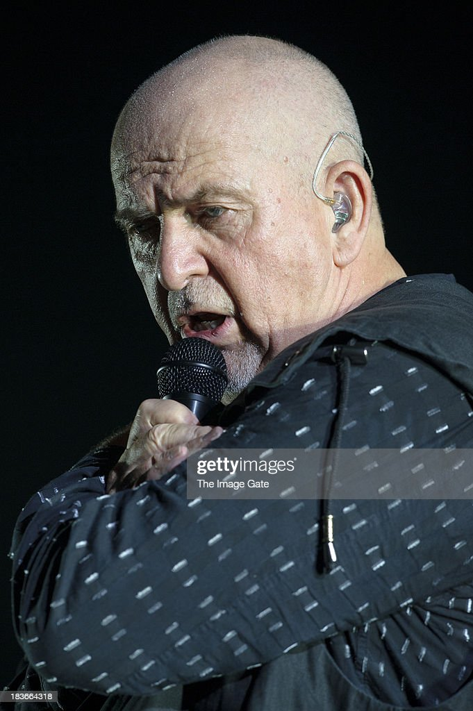 <a gi-track='captionPersonalityLinkClicked' href=/galleries/search?phrase=Peter+Gabriel&family=editorial&specificpeople=201873 ng-click='$event.stopPropagation()'>Peter Gabriel</a> performs during his 'So' Back To Front tour at the Arena on October 8, 2013 in Geneva, Switzerland.