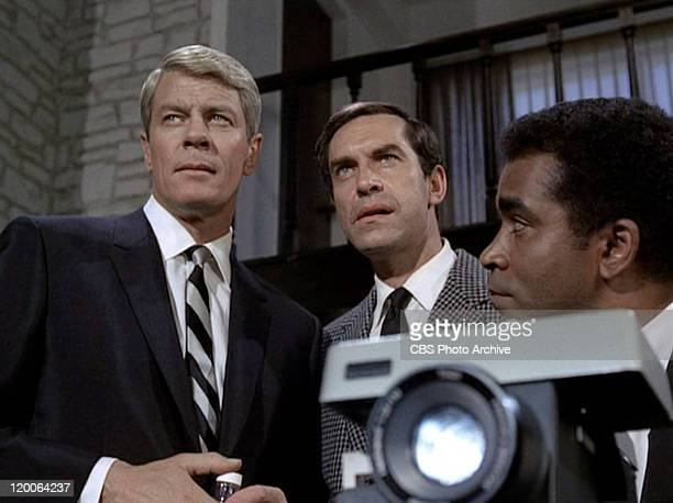 Peter Graves as James Phelps Martin Landau as Rollin Hand and Greg Morris as Barney Collier in the Mission Impossible episode 'Live Bait' Original...