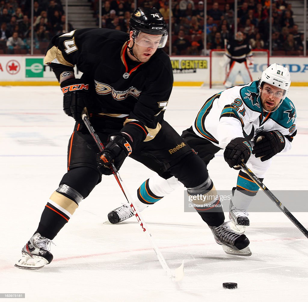 Peter Holland #74 of the Anaheim Ducks handles the puck against <a gi-track='captionPersonalityLinkClicked' href=/galleries/search?phrase=T.J.+Galiardi&family=editorial&specificpeople=4324979 ng-click='$event.stopPropagation()'>T.J. Galiardi</a> #21 of the San Jose Sharks on March 18, 2013 at Honda Center in Anaheim, California.
