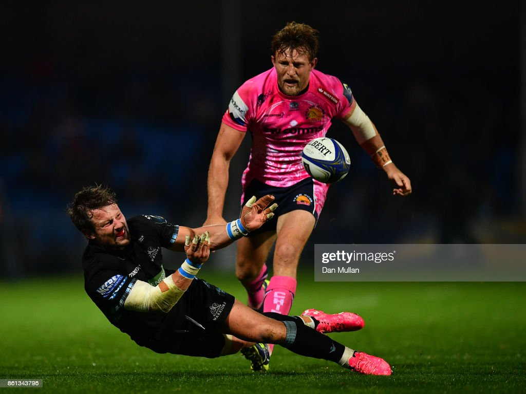 Peter Horne of Glasgow Warriors offloads under pressure from Lachie Turner of Exeter Chiefs during the European Rugby Champions Cup Pool 3 match between Exeter Chiefs and Glasgow Warriors at Sandy Park on October 14, 2017 in Exeter, England.