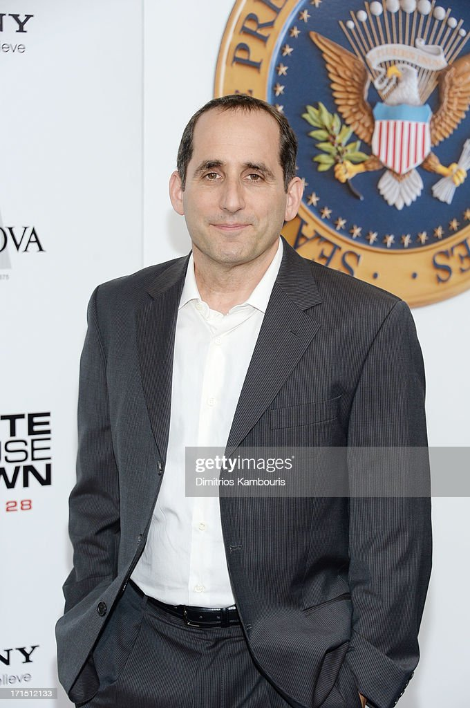 Peter Jacobson attends 'White House Down' New York premiere at Ziegfeld Theater on June 25, 2013 in New York City.