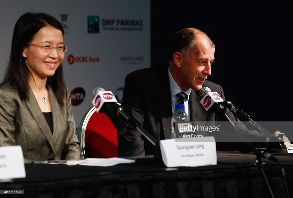 Peter JohnstonTournament DirectorZhuhai and Lydia Long Vice Mayor of Zhuhai talk at the press conference for the WTA Elite Trophy in Zhuhai starting...