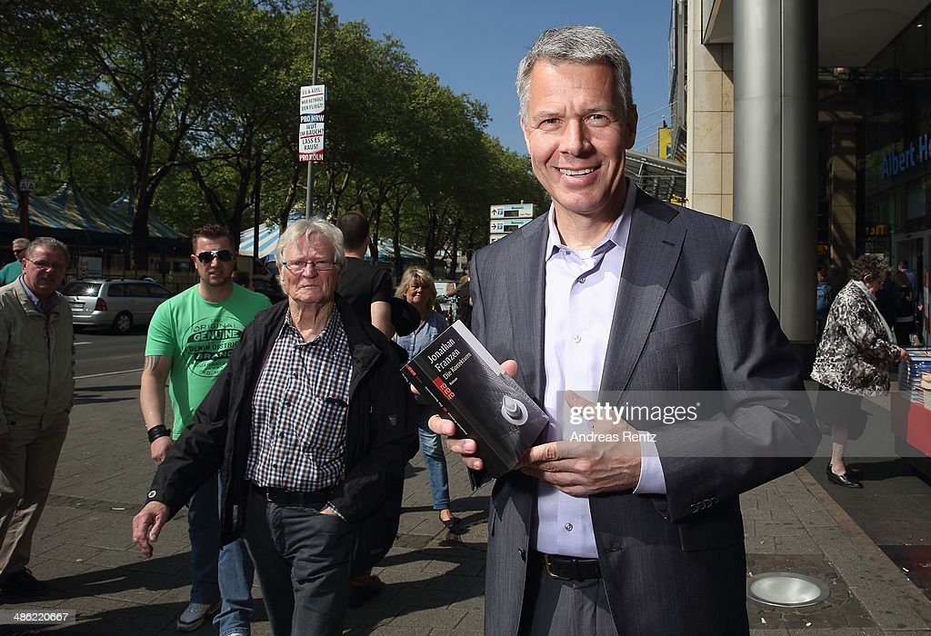 <a gi-track='captionPersonalityLinkClicked' href=/galleries/search?phrase=Peter+Kloeppel&family=editorial&specificpeople=608769 ng-click='$event.stopPropagation()'>Peter Kloeppel</a> (RTL chief-editor) smiles during the world day of the book on April 23, 2014 in Cologne, Germany. World book day is a yearly event on April 23rd, organized by UNESCO to promote reading, publishing and copyright.