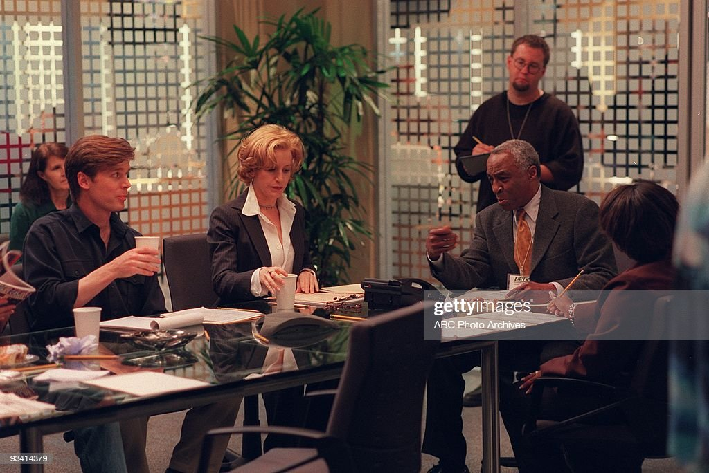 NIGHT 1998 2000 Peter Krause Felicity Huffman Robert Guillaume on the ABC Television Network comedy 'Sports Night' 'Sports Night' is a fictional...