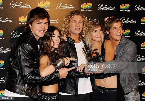 Peter Lanzani Mariana Esposito Nicolas Riera Eugenia Suarez and Gaston Dalmau of 'Teen Angels' attend the '40 Principales' Awards 2009 winners and...