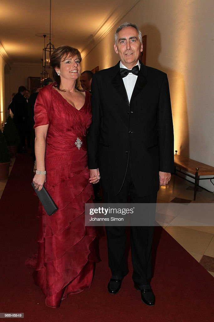 <a gi-track='captionPersonalityLinkClicked' href=/galleries/search?phrase=Peter+Loescher&family=editorial&specificpeople=4296846 ng-click='$event.stopPropagation()'>Peter Loescher</a> (R), president and chief executive officer of Siemens AG and his wife arrive for the Hubert Burda Birthday Reception at Munich royal palace on February 12, 2010 in Munich, Germany.