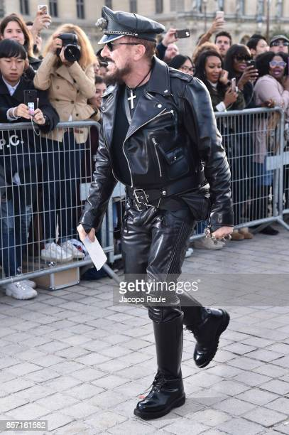 Peter Marino is seen arriving at Louis Vuitton show during Paris Fashion Week Womenswear Spring/Summer 2018 on October 3 2017 in Paris France