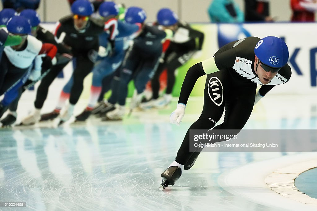 Peter Michael of New Zealand compete in the men's mass start race during day 4 of the ISU World Single Distances Speed Skating Championships held at Speed Skating Centre Kolomna Ice Arena on February 14, 2016 in Kolomna, Russia.