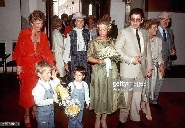 'Peter Millowitsch Lebensgefährtin Barbie Steinhaus sowie Mariele Millowitsch Gerda Millowitsch Willy Millowitsch Hochzeit am in Köln Deutschland '