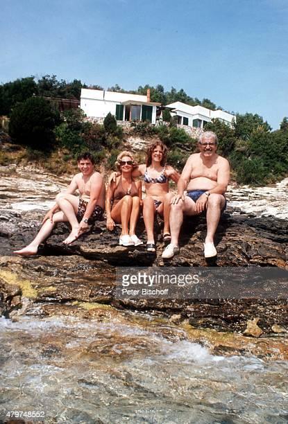 'Peter Millowitsch Mutter Gerda Millowitsch Tochter Mariele Millowitsch Vater Willy Millowitsch Urlaub im eigenen Ferienhaus am auf Insel Elba...