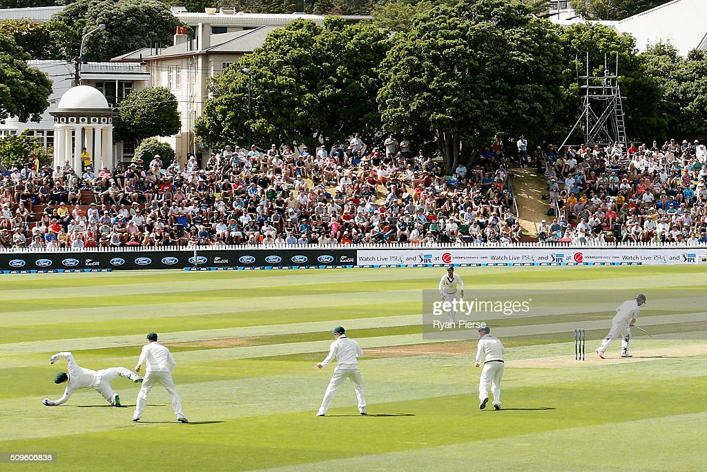 <a gi-track='captionPersonalityLinkClicked' href=/galleries/search?phrase=Peter+Nevill&family=editorial&specificpeople=6755208 ng-click='$event.stopPropagation()'>Peter Nevill</a> of Australia takes a catch to dismiss <a gi-track='captionPersonalityLinkClicked' href=/galleries/search?phrase=Kane+Williamson&family=editorial&specificpeople=4738503 ng-click='$event.stopPropagation()'>Kane Williamson</a> of New Zealand off the bowling of Peter Siddle of Australia during day one of the Test match between New Zealand and Australia at Basin Reserve on February 12, 2016 in Wellington, New Zealand.