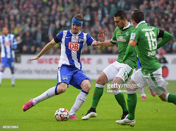 Peter Niemeyer of Hertha BSC Levin Oeztunali of Werder Bremen battle for the ball during the match between Werder Bremen and Hertha BSC on February 1...