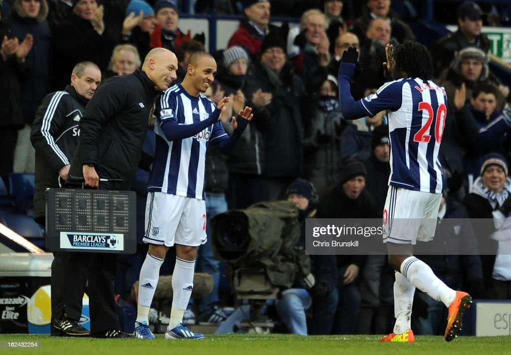 <a gi-track='captionPersonalityLinkClicked' href=/galleries/search?phrase=Peter+Odemwingie&family=editorial&specificpeople=648594 ng-click='$event.stopPropagation()'>Peter Odemwingie</a> of West Bromwich Albion replaces team-mate <a gi-track='captionPersonalityLinkClicked' href=/galleries/search?phrase=Romelu+Lukaku&family=editorial&specificpeople=6342802 ng-click='$event.stopPropagation()'>Romelu Lukaku</a> during the Barclays Premier League match between West Bromwich Albion and Sunderland at The Hawthorns on February 23, 2013 in West Bromwich, England.