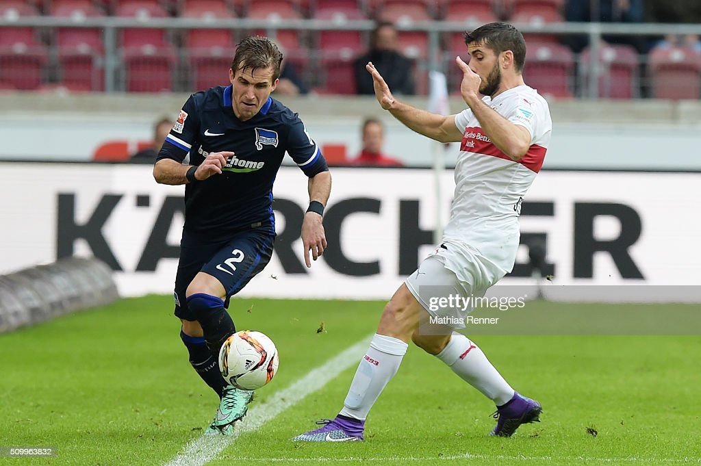 <a gi-track='captionPersonalityLinkClicked' href=/galleries/search?phrase=Peter+Pekarik&family=editorial&specificpeople=5577121 ng-click='$event.stopPropagation()'>Peter Pekarik</a> of Hertha BSC and <a gi-track='captionPersonalityLinkClicked' href=/galleries/search?phrase=Emiliano+Insua&family=editorial&specificpeople=4125596 ng-click='$event.stopPropagation()'>Emiliano Insua</a> of VfB Stuttgart during the game between dem VfB Stuttgart and Hertha BSC on February 13, 2016 in Stuttgart, Germany.