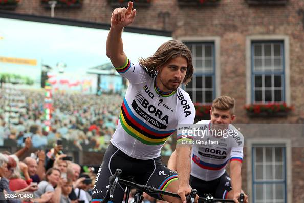 http://media.gettyimages.com/photos/peter-sagan-of-slovakia-and-borahansgrohe-waves-during-the-team-for-picture-id803470460?s=594x594