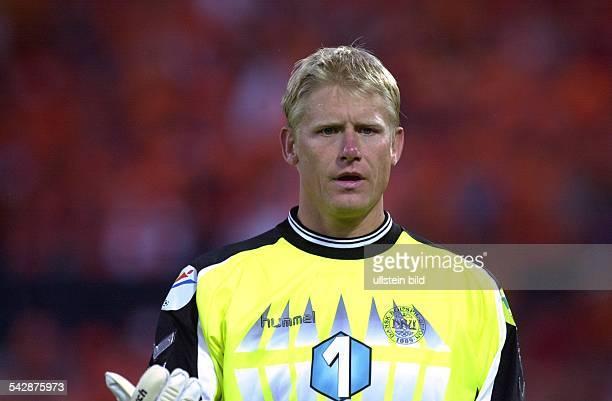 Peter Schmeichel Fußballtorwart der dänischen Nationalmannschaft bei der EM 2000 im Spiel Niederlande gegen Dänemark