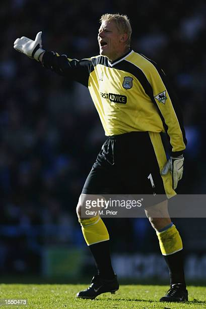 Peter Schmeichel of Manchester City during the FA Barclaycard Premiership match on October 19 2002 between Manchester City v Chelsea at the Maine...
