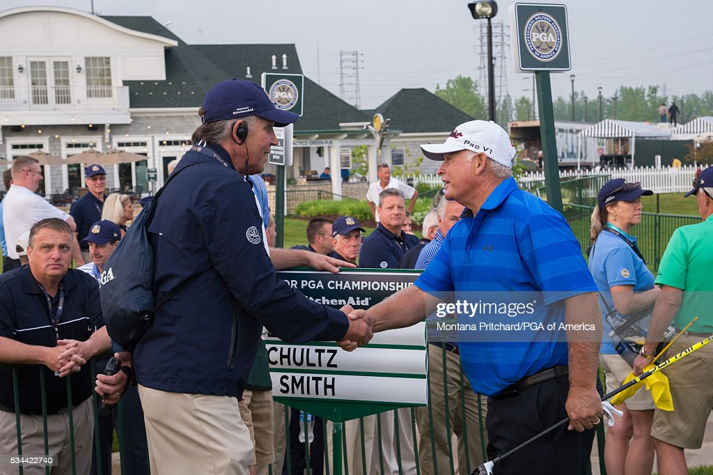 <a gi-track='captionPersonalityLinkClicked' href=/galleries/search?phrase=Peter+Senior&family=editorial&specificpeople=179459 ng-click='$event.stopPropagation()'>Peter Senior</a> of Australia shakes hands with a volunteer on the first hole during the first round for the 77th Senior PGA Championship presented by KitchenAid held at Harbor Shores Golf Club on May 26, 2016 in Benton Harbor, Michigan.