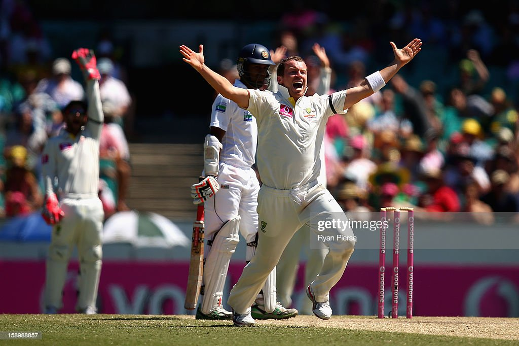 Peter Siddle of Australia appeals for the wicket of Dimuth Karunaratne of Sri Lanka during day three of the Third Test match between Australia and Sri Lanka at Sydney Cricket Ground on January 5, 2013 in Sydney, Australia.