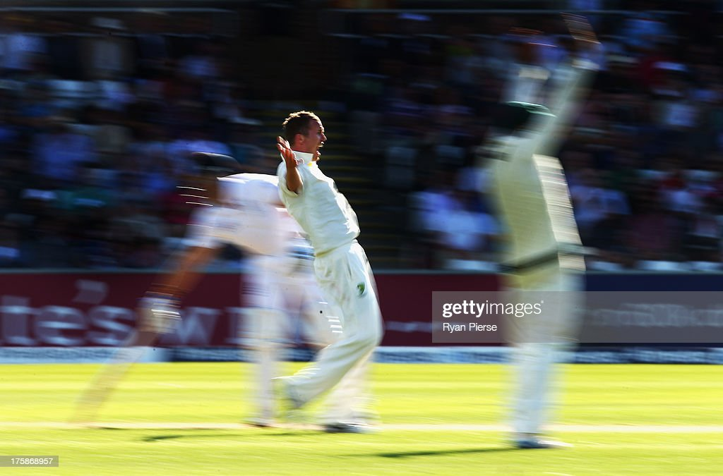 <a gi-track='captionPersonalityLinkClicked' href=/galleries/search?phrase=Peter+Siddle&family=editorial&specificpeople=2104718 ng-click='$event.stopPropagation()'>Peter Siddle</a> of Australia appeals for the wicket of Matt Prior of England during day one of 4th Investec Ashes Test match between England and Australia at Emirates Durham ICG on August 09, 2013 in Chester-le-Street, England.