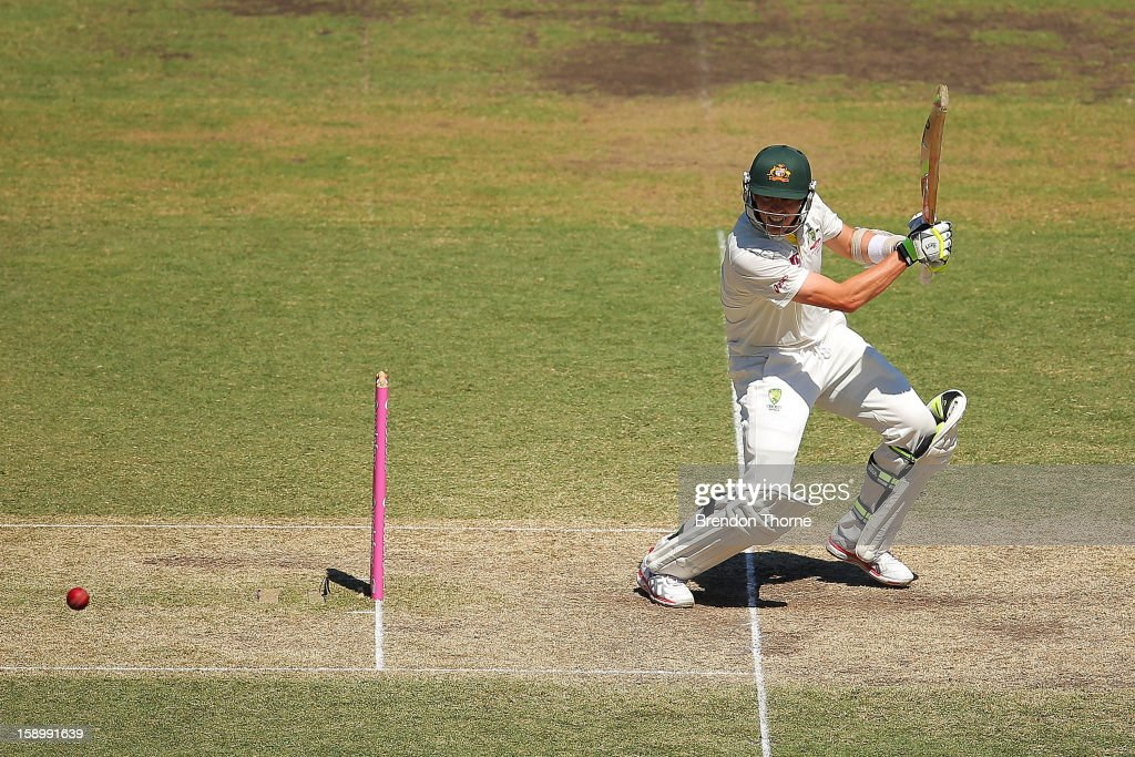 Peter Siddle of Australia bats during day three of the Third Test match between Australia and Sri Lanka at the Sydney Cricket Ground on January 5, 2013 in Sydney, Australia.