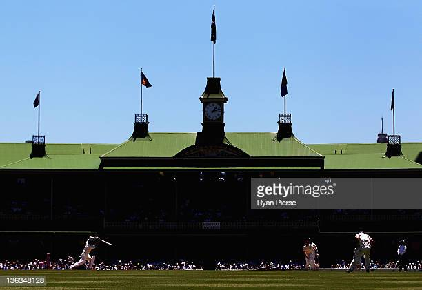 Peter Siddle of Australia bowls to Sachin Tendulkar of India during day one of the Second Test Match between Australia and India at the Sydney...