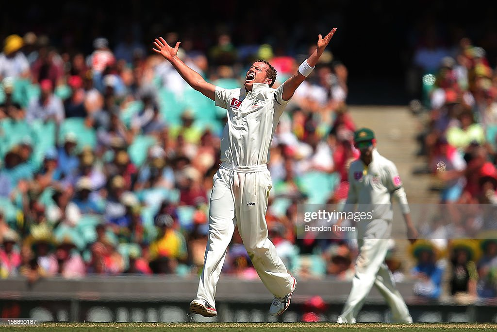Peter Siddle of Australia celebrates after claiming the wicket of Thilan Samaraweera of Sri Lanka during day one of the Third Test match between Australia and Sri Lanka at the Sydney Cricket Ground on January 3, 2013 in Sydney, Australia.