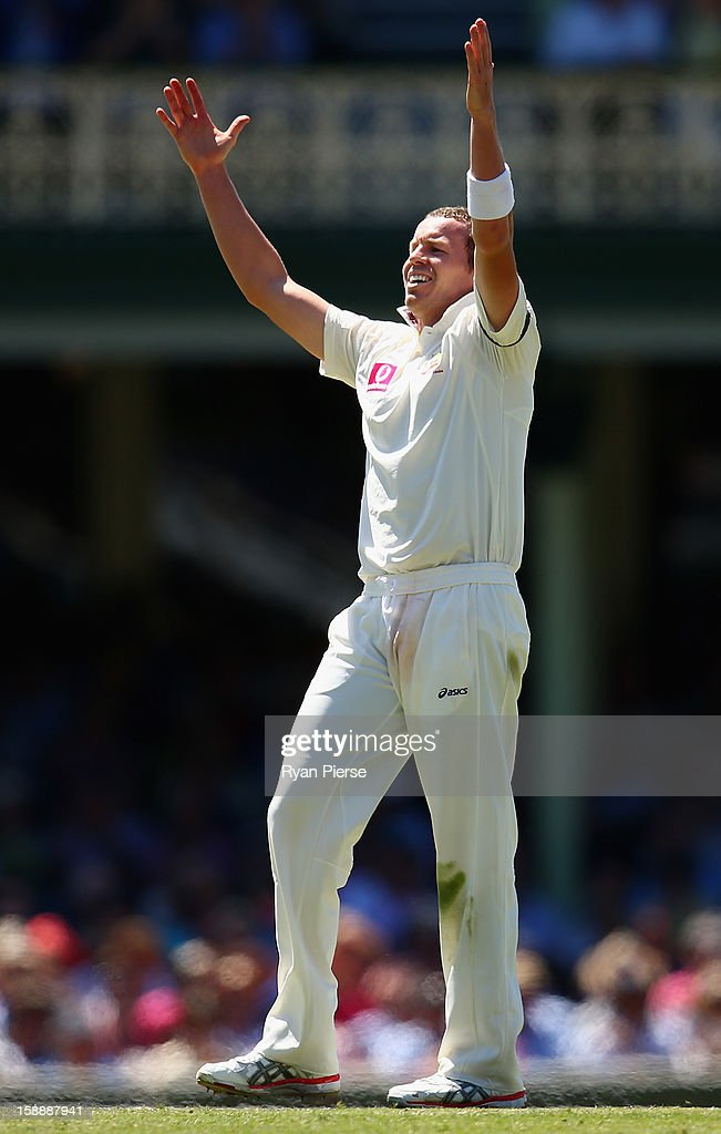 Peter Siddle of Australia celebrates after taking the wicket of Thilan Samaraweera of Sri Lanka during day one of the Third Test match between Australia and Sri Lanka at Sydney Cricket Ground on January 3, 2013 in Sydney, Australia.