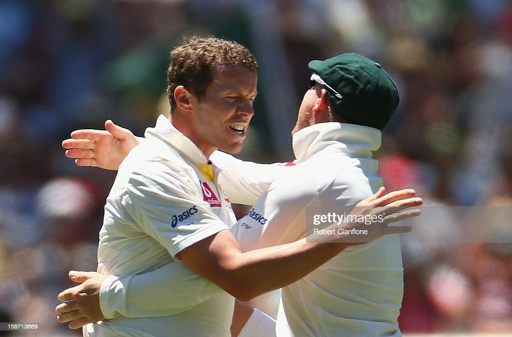 Peter Siddle of Australia celebrates taking the wicket of Angelo Mathews of Sri Lanka during day one of the Second Test match between Australia and Sri Lanka at Melbourne Cricket Ground on December 26, 2012 in Melbourne, Australia.