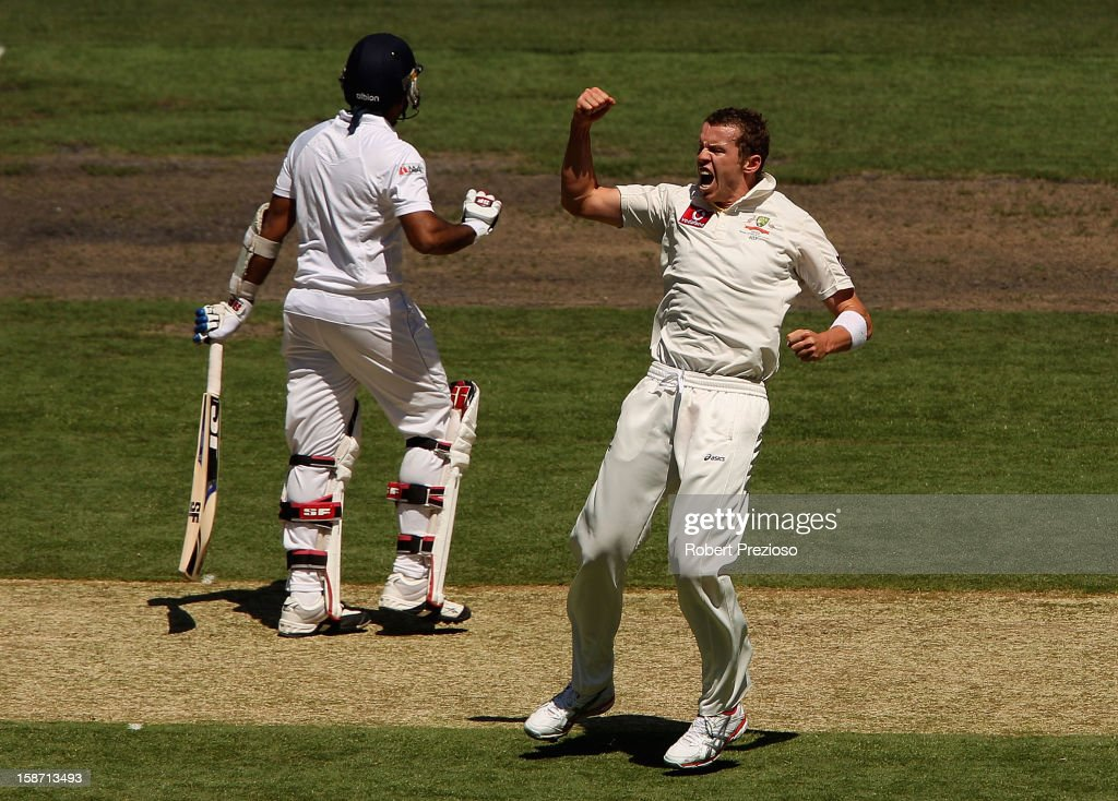 <a gi-track='captionPersonalityLinkClicked' href=/galleries/search?phrase=Peter+Siddle&family=editorial&specificpeople=2104718 ng-click='$event.stopPropagation()'>Peter Siddle</a> of Australia celebrates taking the wicket of Mahela Jayawardene of Sri Lanka during day one of the Second Test match between Australia and Sri Lanka at Melbourne Cricket Ground on December 26, 2012 in Melbourne, Australia.