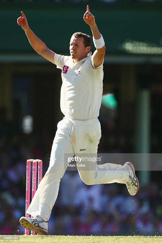 Peter Siddle of Australia celebrates taking the wicket of Mahela Jayawardene of Sri Lanka during day three of the Third Test match between Australia and Sri Lanka at Sydney Cricket Ground on January 5, 2013 in Sydney, Australia.
