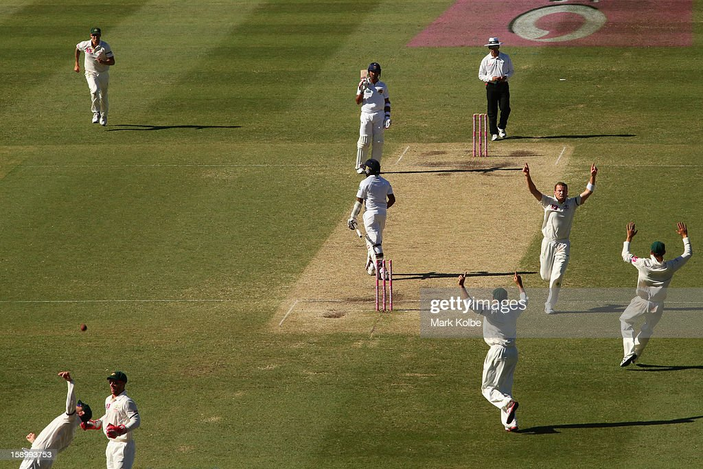 <a gi-track='captionPersonalityLinkClicked' href=/galleries/search?phrase=Peter+Siddle&family=editorial&specificpeople=2104718 ng-click='$event.stopPropagation()'>Peter Siddle</a> of Australia celebrates taking the wicket of Mahela Jayawardene of Sri Lanka during day three of the Third Test match between Australia and Sri Lanka at Sydney Cricket Ground on January 5, 2013 in Sydney, Australia.