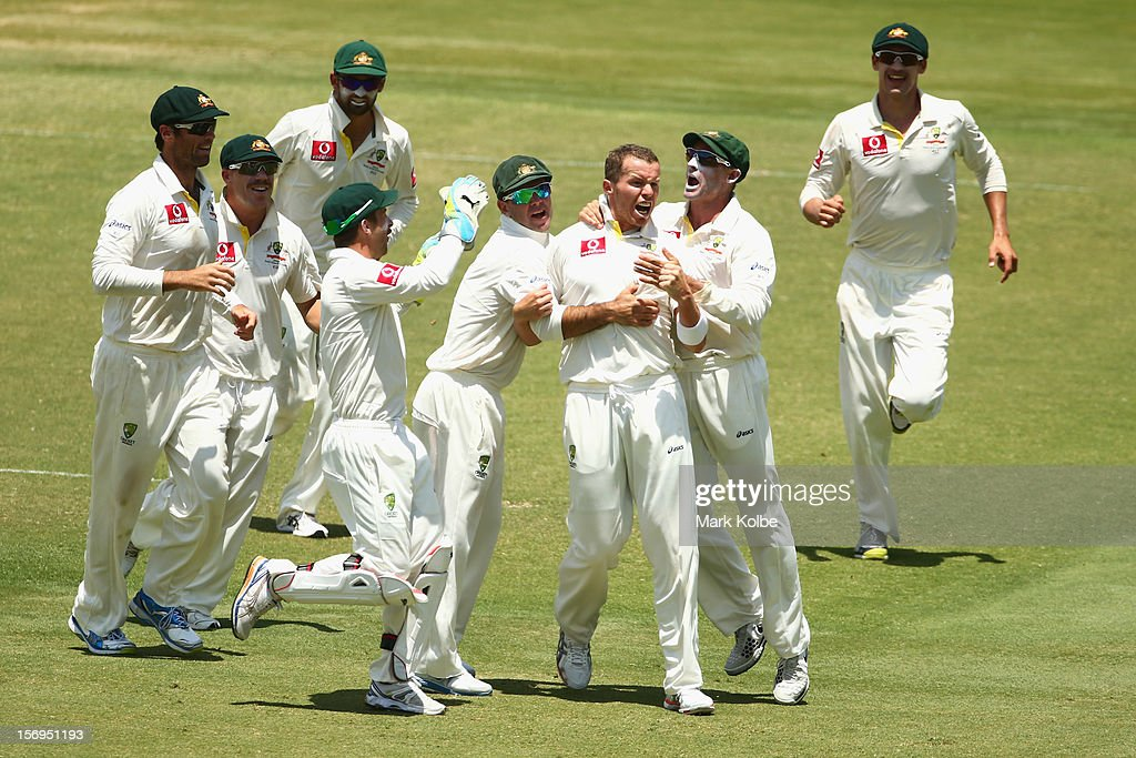 <a gi-track='captionPersonalityLinkClicked' href=/galleries/search?phrase=Peter+Siddle&family=editorial&specificpeople=2104718 ng-click='$event.stopPropagation()'>Peter Siddle</a> of Australia celebrates with his team mates after taking the wicket of AB De Villiers of South Africa during day five of the Second Test Match between Australia and South Africa at Adelaide Oval on November 26, 2012 in Adelaide, Australia.