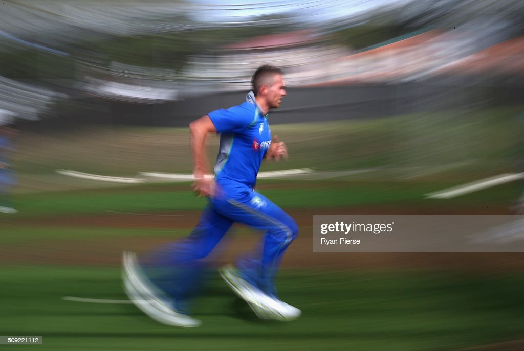 <a gi-track='captionPersonalityLinkClicked' href=/galleries/search?phrase=Peter+Siddle&family=editorial&specificpeople=2104718 ng-click='$event.stopPropagation()'>Peter Siddle</a> of Australia runs in to bowl during an Australian nets session at Basin Reserve on February 11, 2016 in Wellington, New Zealand.