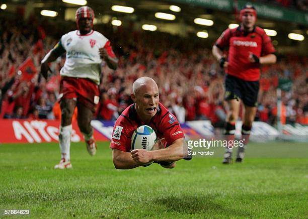 Peter Stringer of Munster dives over to score his side's second try during the Heineken Cup Final between Munster and Biarritz Olympique at the...