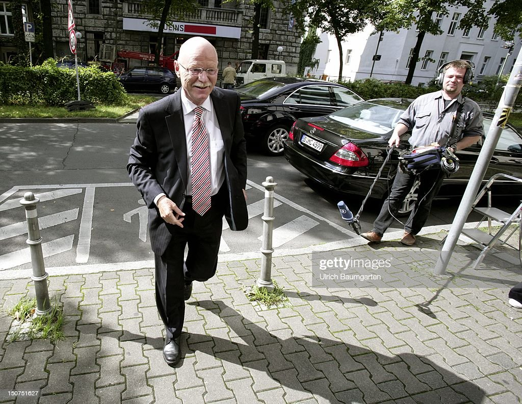 GERMANY, BERLIN, Peter STRUCK, (SPD), chairman of the parliamentary party.