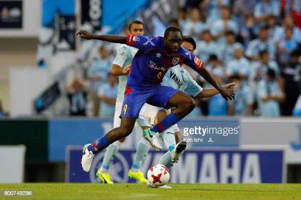Peter Utaka of FC Tokyo and Hayao Kawabe of Jubilo Iwata compete for the ball during the JLeague J1 match between Jubilo Iwata and FC Tokyo at Yamaha...