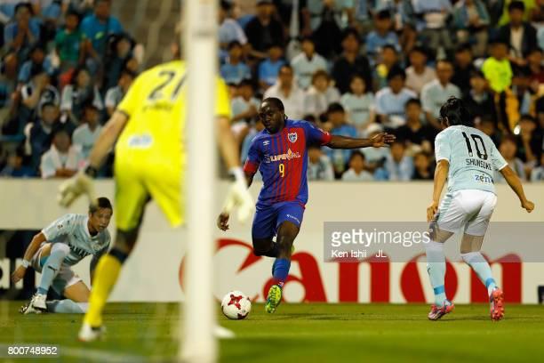 Peter Utaka of FC Tokyo shoots at goal during the JLeague J1 match between Jubilo Iwata and FC Tokyo at Yamaha Stadium on June 25 2017 in Iwata...