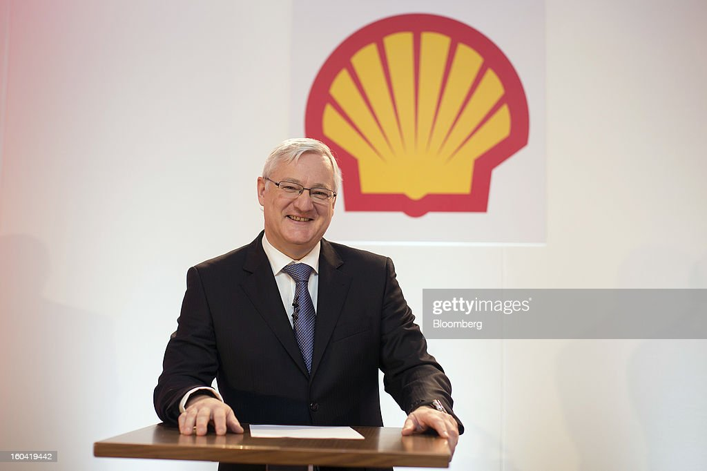 Peter Voser, chief executive officer of Royal Dutch Shell Plc, poses for a photograph before a news conference to announce the company's fourth-quarter results in London, U.K., on Thursday, Jan. 31, 2012. Royal Dutch Shell Plc, Europe's biggest energy company, said investment will increase after fourth-quarter profit missed analyst estimates on weaker North American fuel prices. Photographer: Simon Dawson/Bloomberg via Getty Images