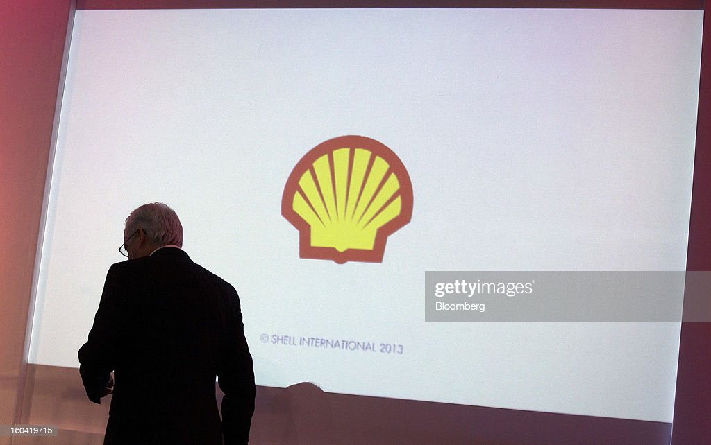 Peter Voser, chief executive officer of Royal Dutch Shell Plc, walks on stage to speak at a news conference to announce the company's fourth-quarter results in London, U.K., on Thursday, Jan. 31, 2012. Royal Dutch Shell Plc, Europe's biggest energy company, said investment will increase after fourth-quarter profit missed analyst estimates on weaker North American fuel prices. Photographer: Simon Dawson/Bloomberg via Getty Images