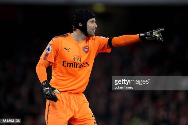 Petr Cech of Arsenal gives his team instructions during the Premier League match between Arsenal and Huddersfield Town at Emirates Stadium on...