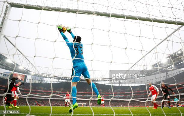 Petr Cech of Arsenal saves the header by Oumar Niasse of Hull City during the Premier League match between Arsenal and Hull City at Emirates Stadium...