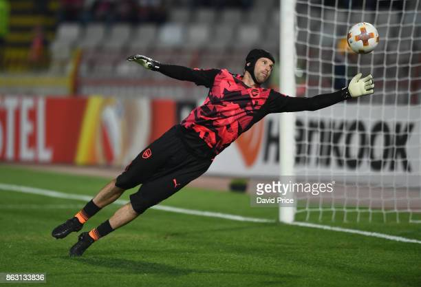 Petr Cech of Arsenal warms up before the UEFA Europa League group H match between Crvena Zvezda and Arsenal FC at Rajko Mitic Stadium on October 19...