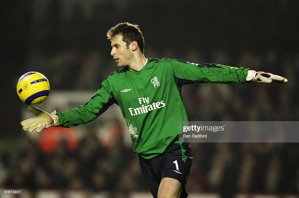 Petr Cech of Chelsea in action during the Barclays Premiership match between Arsenal and Chelsea at Highbury on December 12, 2004 in London.