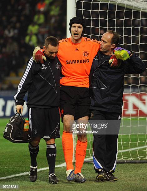 Petr Cech of Chelsea walks off with an injury during the UEFA Champions League round of 16 first leg match between Inter Milan and Chelsea on...