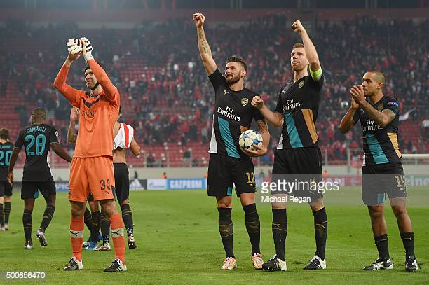 Petr Cech Per Mertesacker Olivier Giroud and Theo Walcott of Arsenal celebrate at the end of Arsenal's win in the UEFA Champions League Group F match...